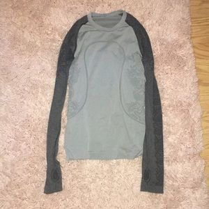 Lululemon grey long sleeve 4